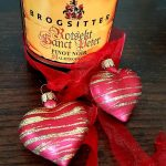 Brogsitter Rotsekt Sanct Peter with decorative glass hearts and ribbon